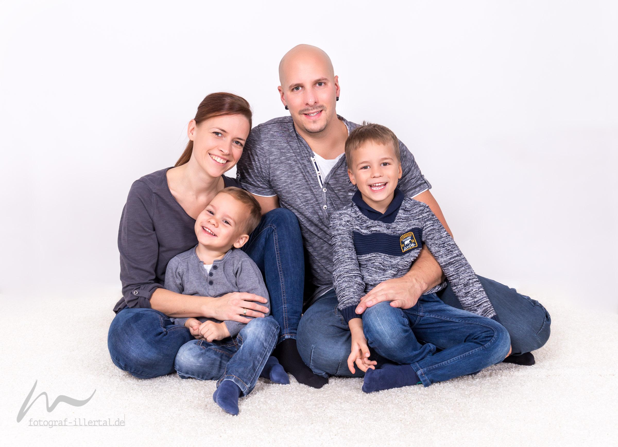 Fotograf Illertal-Christian Miller-Kinderfotos-Familienfotos-_MG_1631